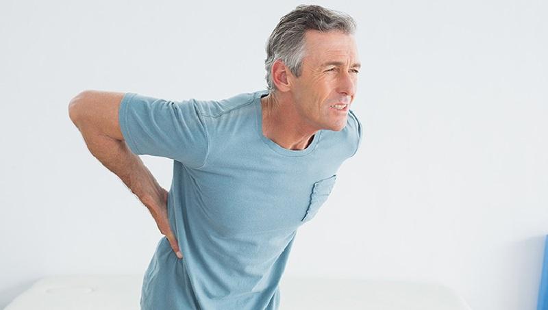 đau lưng không cúi được