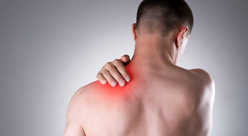 đau nhói sau lưng bên trái sau tim