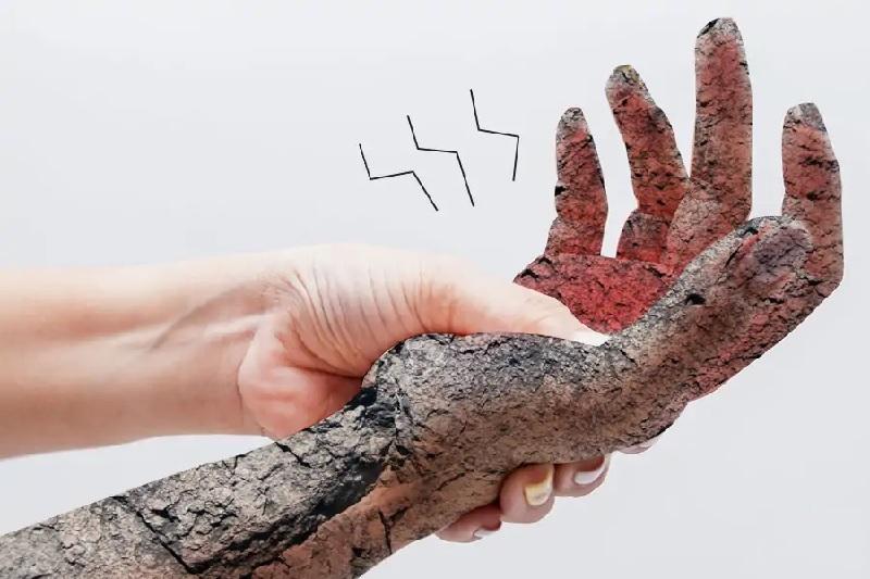 Tê bì chân tay có nguy hiểm không